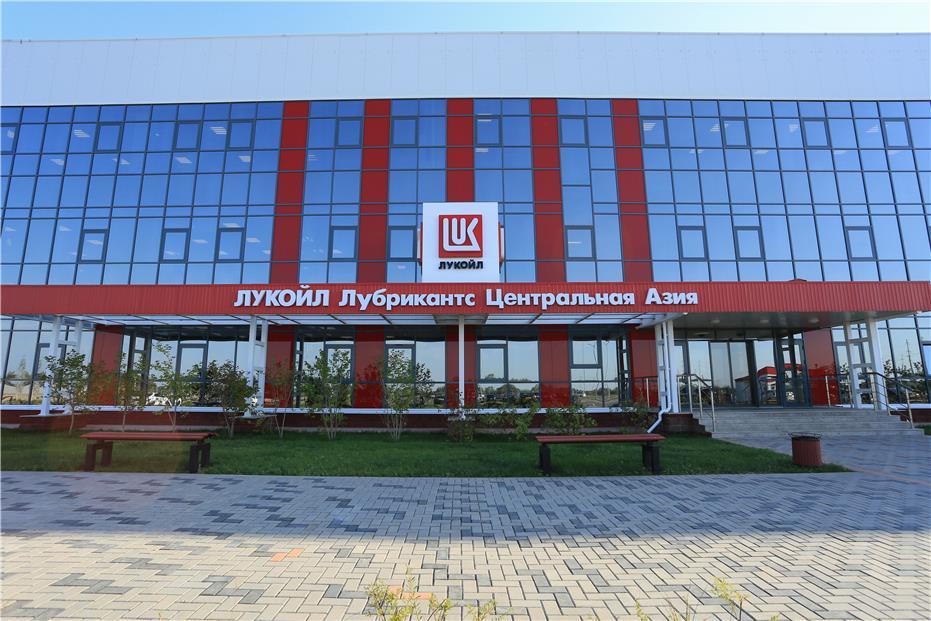 Лукойл открыл в Казахстане завод смазочных материалов
